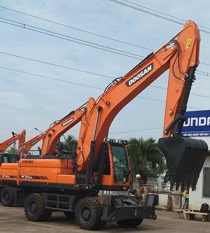 Máy xúc đào bánh lốp Doosan DX210 WA gàu 1 khối